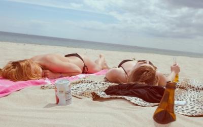 Een selfieverbod op het strand. Terecht of onzin?